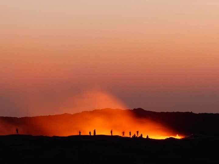 View from Erta Ale camp onto observers gathered around the active lava lake for sunrise (Ingrid Smet - November 2015)