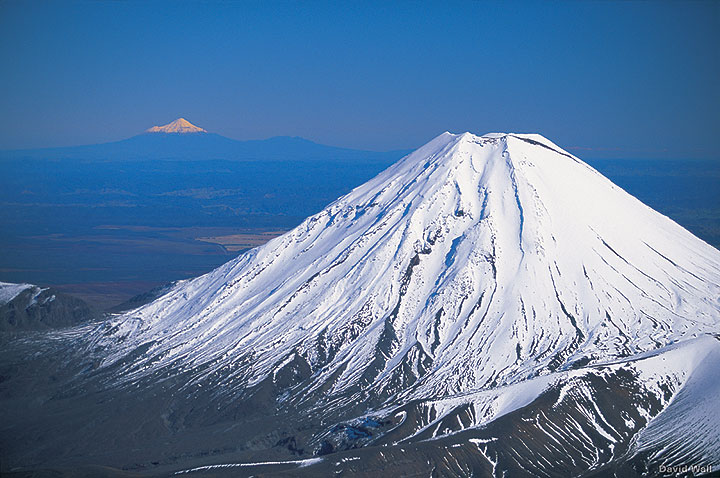 Mount Ngauruhoe volcano (New Zealand) (photo: David Wall)