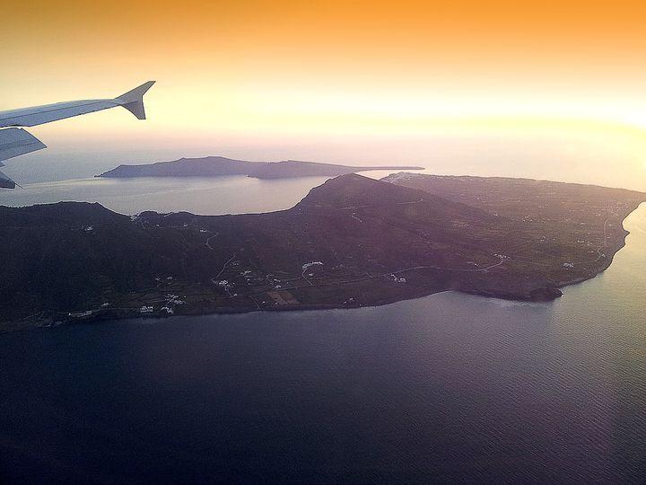 Flug über Santorin
