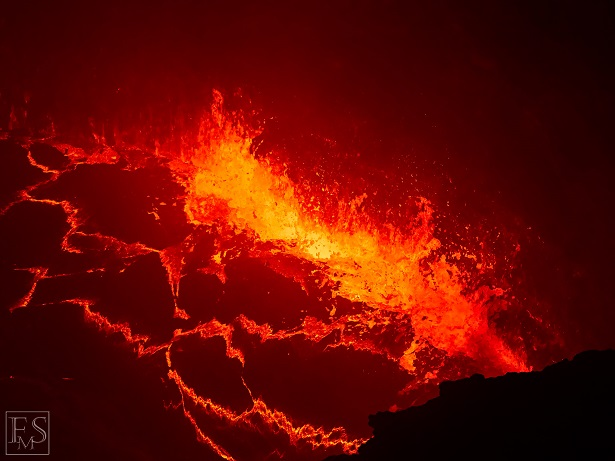 Nighttime observation of the violently boiling and splashing lava lake at the bottom of the South Crater (Stefan Tommasini - January 2018)
