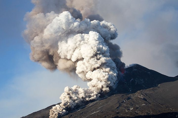 Eruption from the SE crater