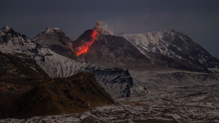 Glowing avalanche from Shiveluch in 2013 (courtesy of Martin Rietze / http://www.mrietze.com)