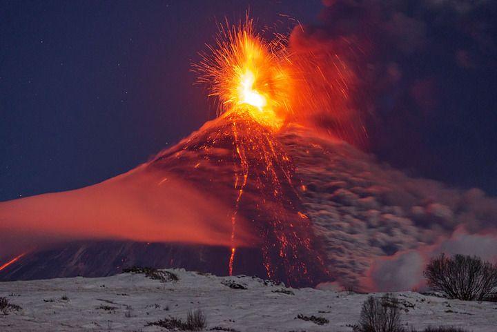 Klyuchevskoy volcano in eruption (photo: Martin Rietze)