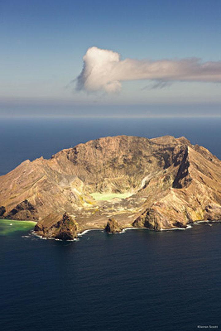 White Island volcano (photo: Kieran Scott)