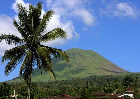 Lokon volcano seen from Tomohon
