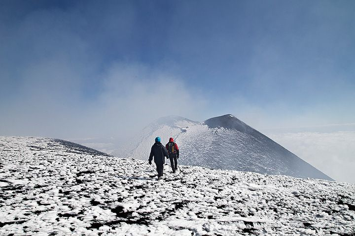 Walking towards the top of the South-East Crater (photo: Emanuela Carone)