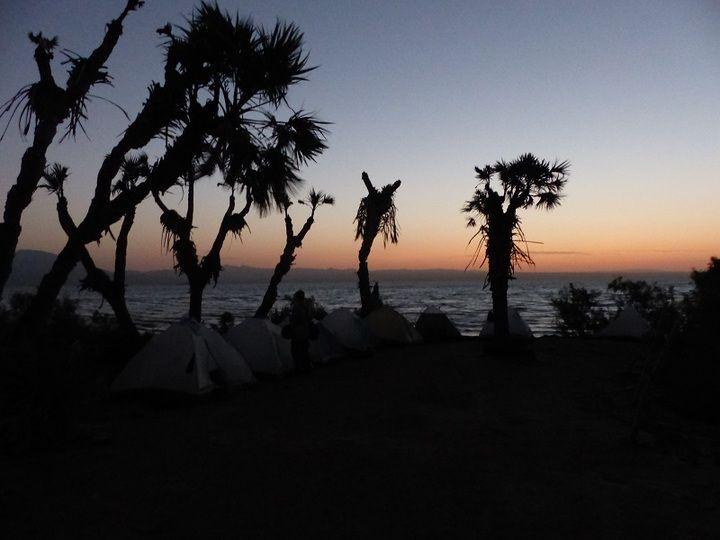 Dawn at the camp site along the shore of Lake Afdera (Ingrid Smet - November 2015)