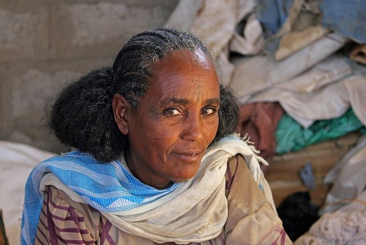 Tigray lady at the marker in Wakru (Jay Ramji)