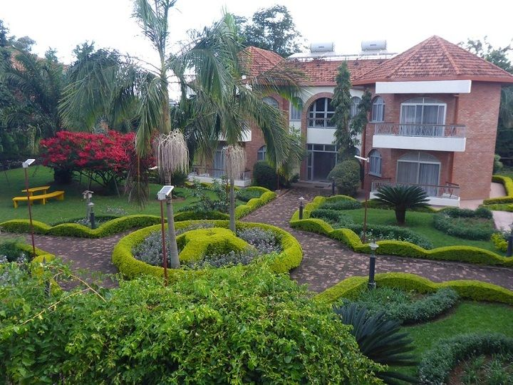 Relaxing courtyard of the nice and comfortable Chez Lando hotel in Kigali