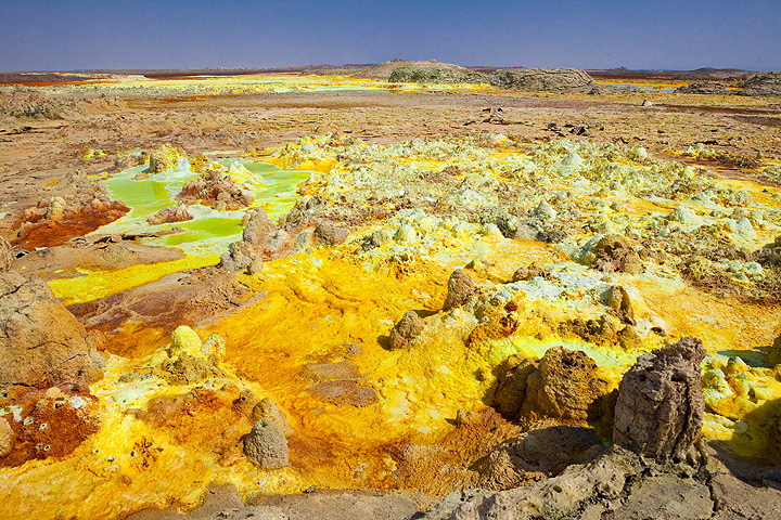 Dallol´s hydrothermal system creates an ever changeing alien landscape of colourful salt deposits, acid ponds and miniatyre geysirs (dec 2010; image: Tom Pfeiffer)