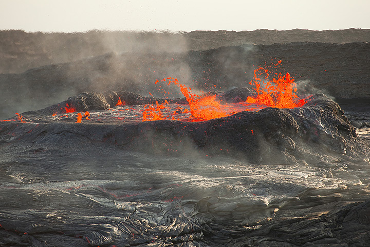 Boiling hot and overflowing Erta Ale lava lake (dec 2010; image: Tom Pfeiffer)