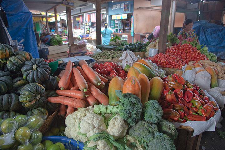 Farmer's market in Antigua