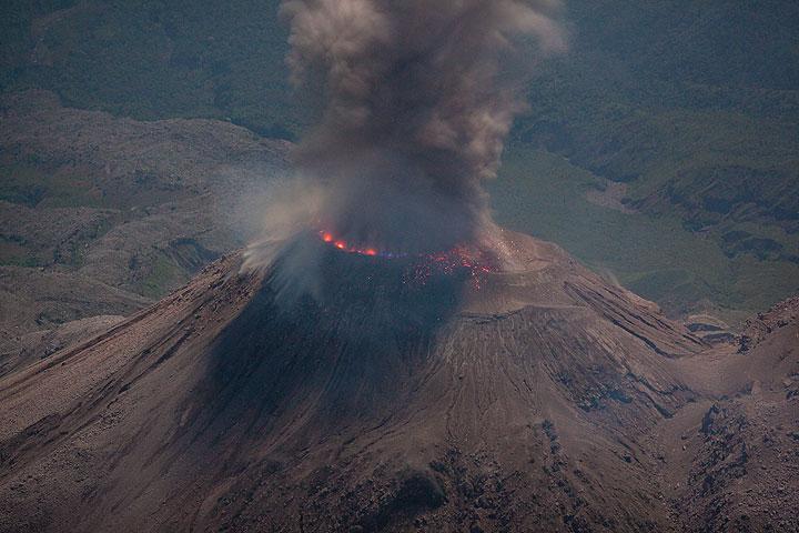 Santiaguito eruption at night