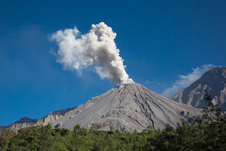 Ash eruption at Santiaguito volcano