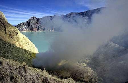 Ijen's crater