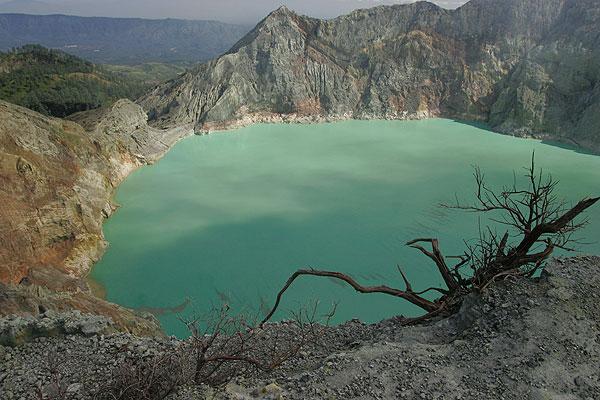 The acid crater lake Kawah Ijen (Indonesia)