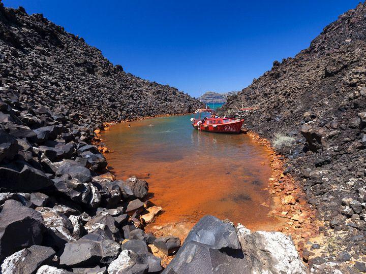 Kleine Bucht mit Thermalquellen an der Insel Nea Kameni/Santorini