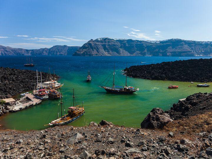 Die Bucht Erinia auf Nea Kameni