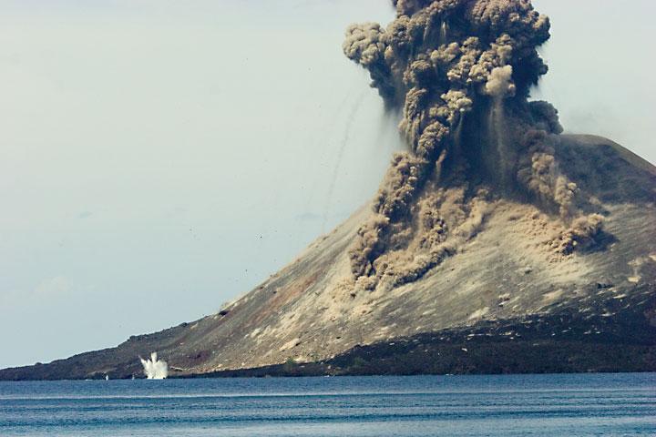 Explosion of Anak Krakatau during daytime