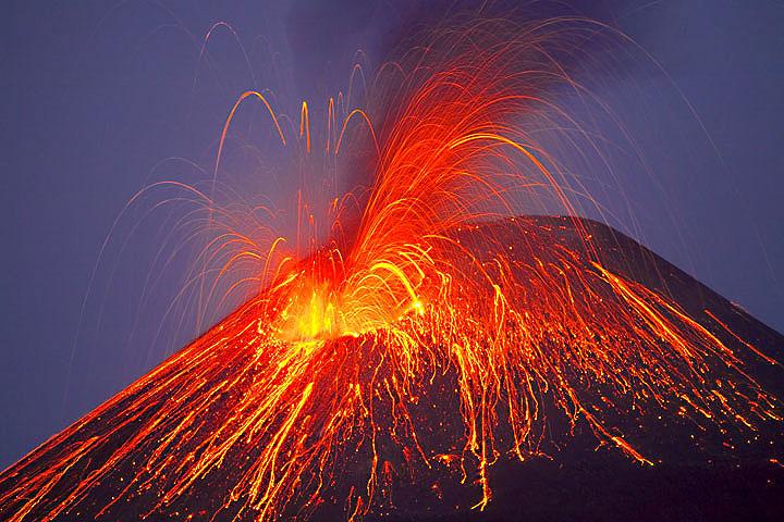 Expédition au volcan actif de l'Anank Krakatau