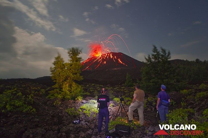 Observing Strombolian explosions during the night