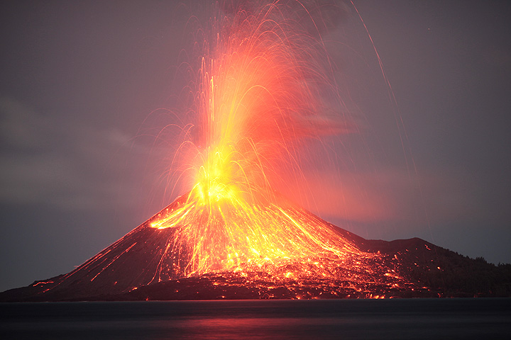 Vulcanian explosion showering the volcano's flanks with incandescent bombs (July 2009)