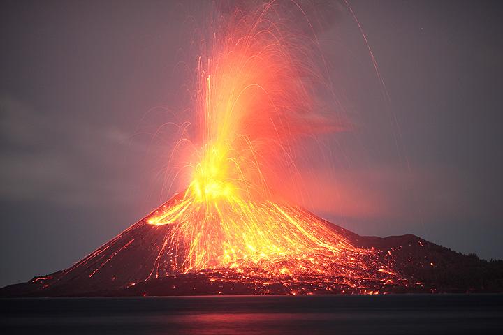 Powerful vulcanian eruption at Krakatau