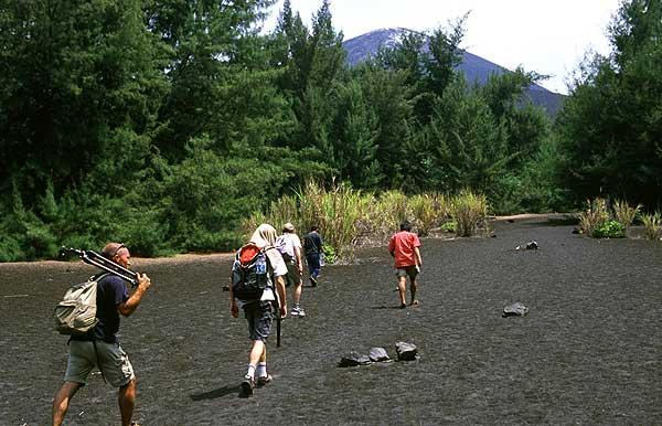 Ascension vers le sommet du cratère de l'Anak Krakatau