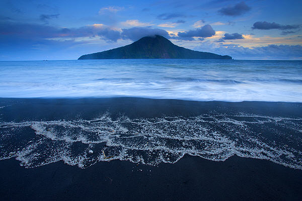 Rakata (Krakatau) (photo: Roland Gerth)