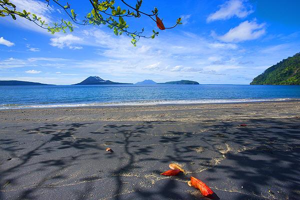 Krakatau beach (photo: Roland Gerth)