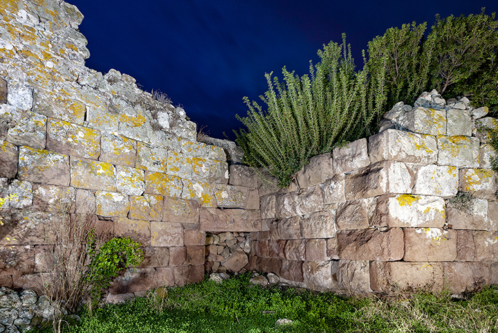 """Even the ancient writer Pausanias described the ancient town of Methana and the volcanic eruption that took place 270 B.C. Here you can see the ancient entrance of the acropolis of Methana, the """"Paliokastro""""."""