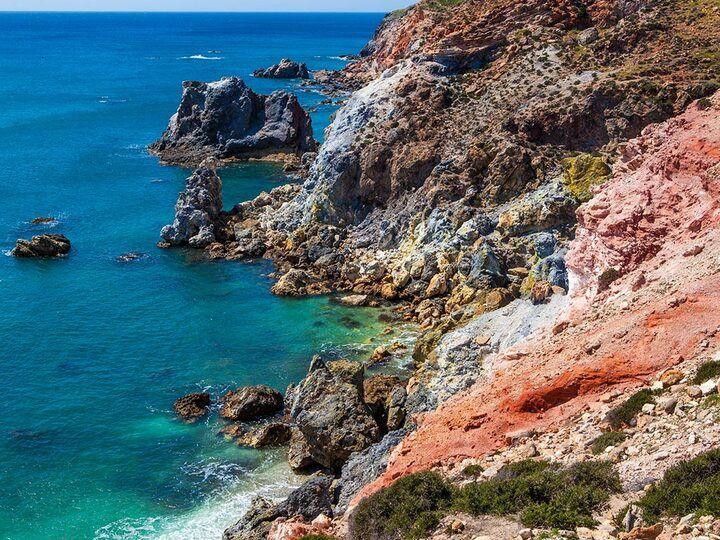 Volcanic colors of the coast (c) Tom Pfeiffer