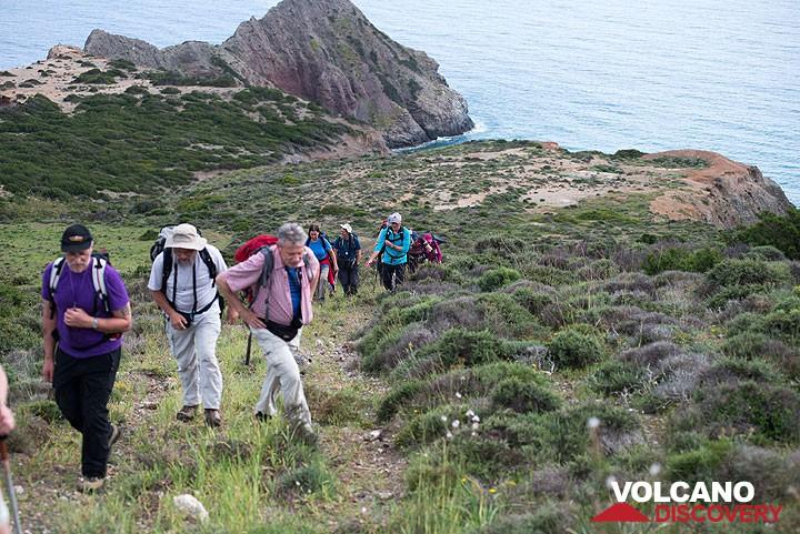 Hiking on Milos (c) Tom Pfeiffer