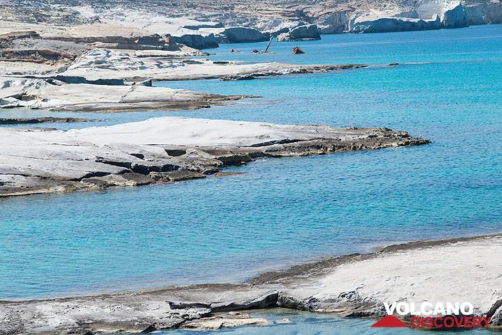 The northern coast of Milos (c) Tom Pfeiffer