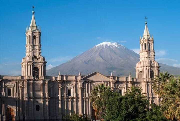 El Misti volcano behind the cathedral of Arequipa