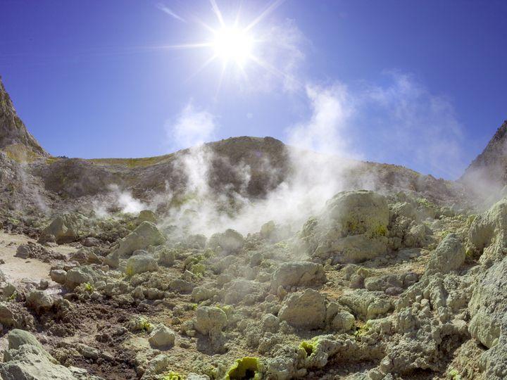 Fomaroles at Ployvotis crater