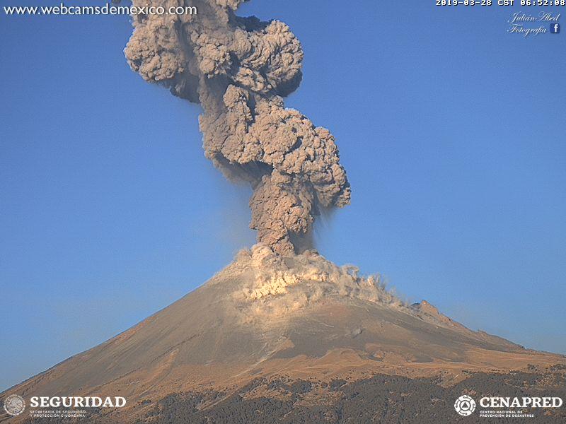 Eruption of Popocatépetl on 28 Mar 2019 (image: Webcams de Mexico / CENAPRED)