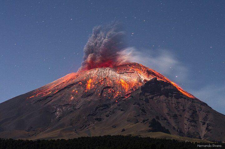 Eruption of Popocatépetl from the Paso del Cortez (image courtesy: Hernando Rivera)
