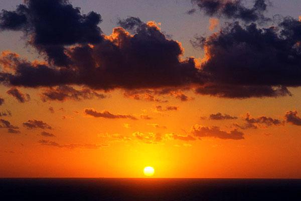 Sonnenuntergang an einem klaren Tag