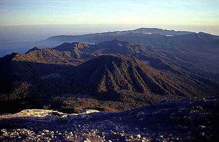 Vue sur la caldeira du Tengger avec le volcan Bromo depuis le Semeru