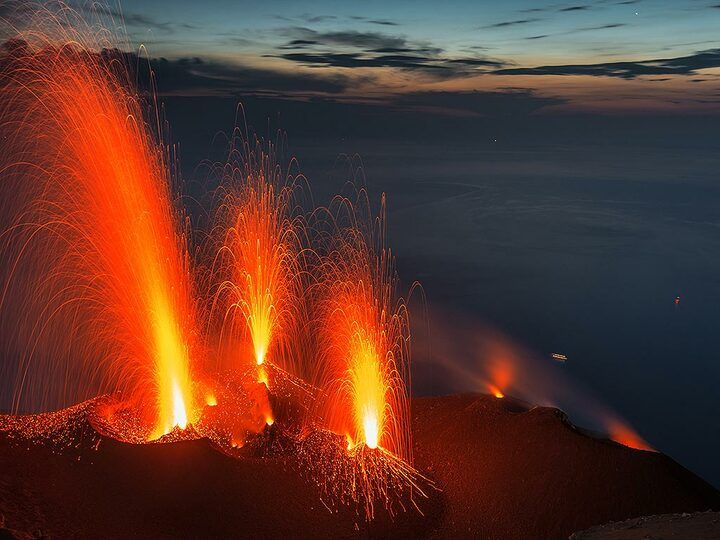 Eruption from several vents seen from Pizzo (the visitors' area)