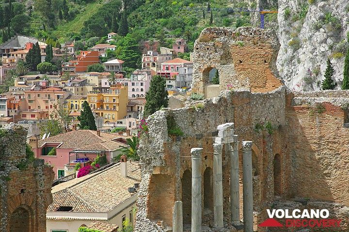 Ruins of the Ancient Greek theatre in Taormina (Photo: Tom Pfeiffer)