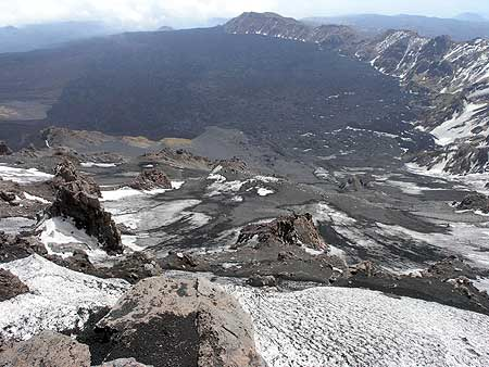 View down into the Valle del Bove from Etna´s summit area