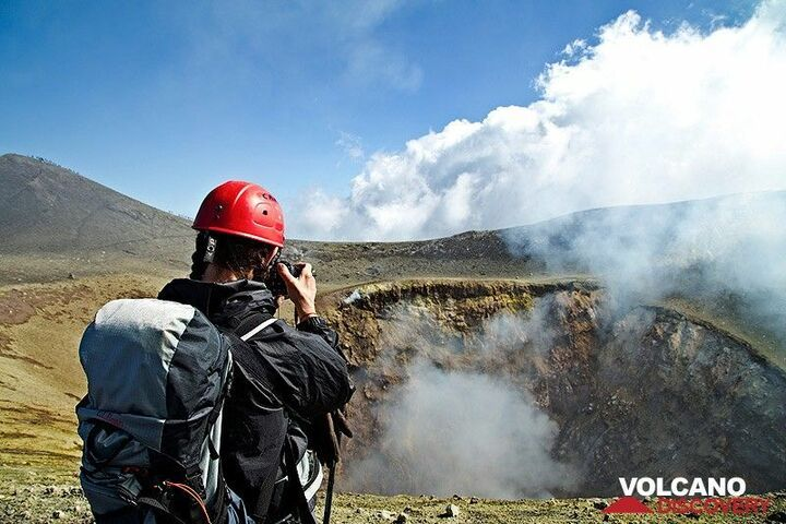 Photographing Voragine, one of Etna´s summit craters