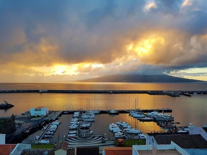 Hafen, view to Pico (Faial)