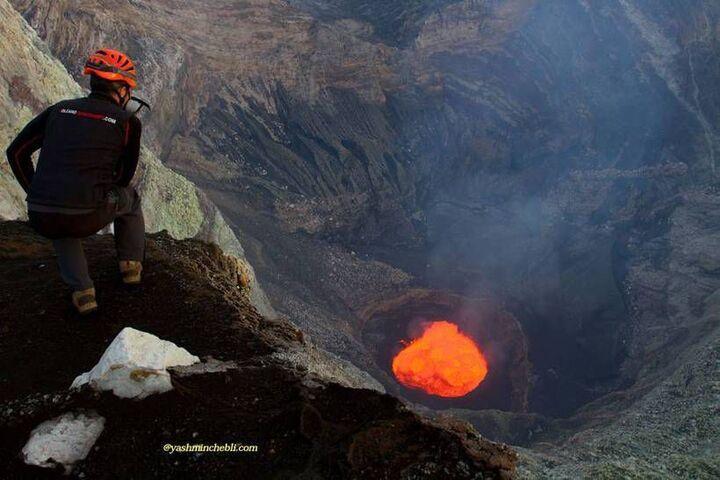 Yashmin at the lava lake of Marum2017 (Ambrym)