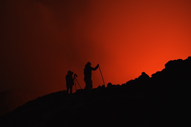Observing and photographing the lava lake at night (image: Mike W)