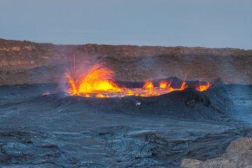 Spattering of Erta Ale lava lake around dusk (image: Roland Gerth)
