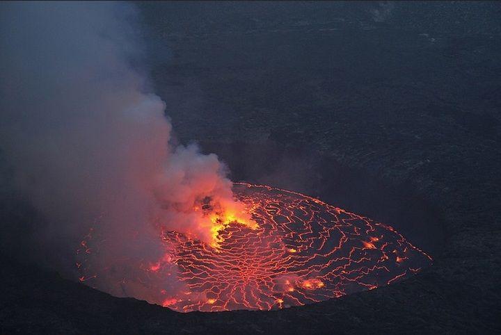 The glowing, bubbling lava lake around sunset (image: Jay Ramji)