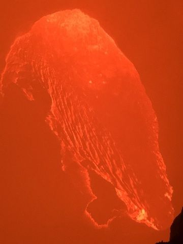 Nighttime observation of the lava lake in the south crater (image: Rebecca W)